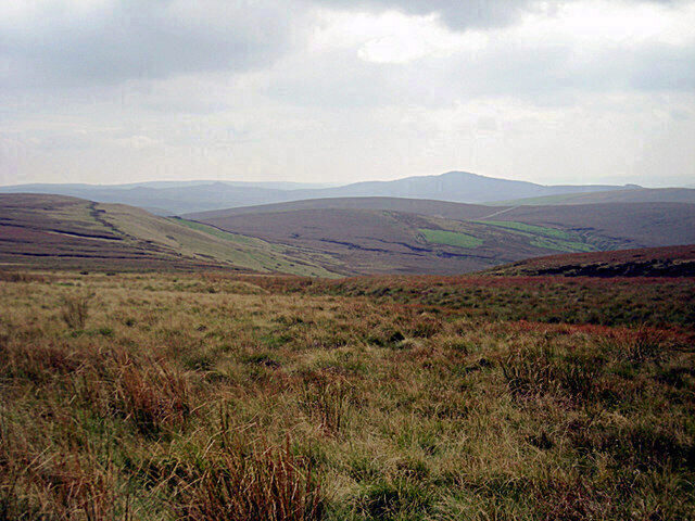 a picture of the peak district with great visibility